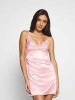 Rózsaszín szatén hálóruha