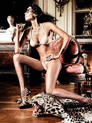 Pezsgőszínű bikini-együttes fémkarikákkal